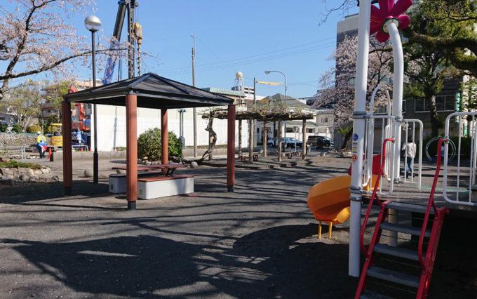 鷹匠公園の休憩所