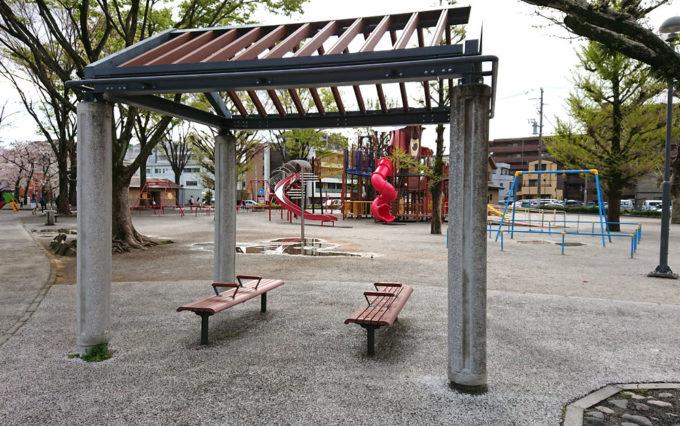 森下公園のベンチ