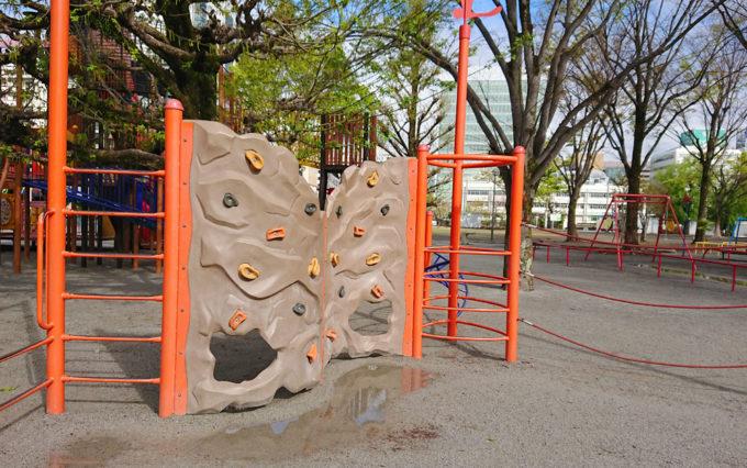 森下公園のボルダリングボルダリング遊具