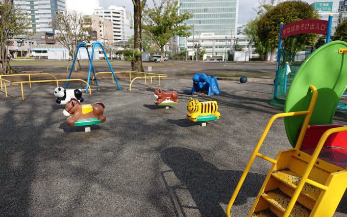 森下公園の小さい子が遊ぶ遊具
