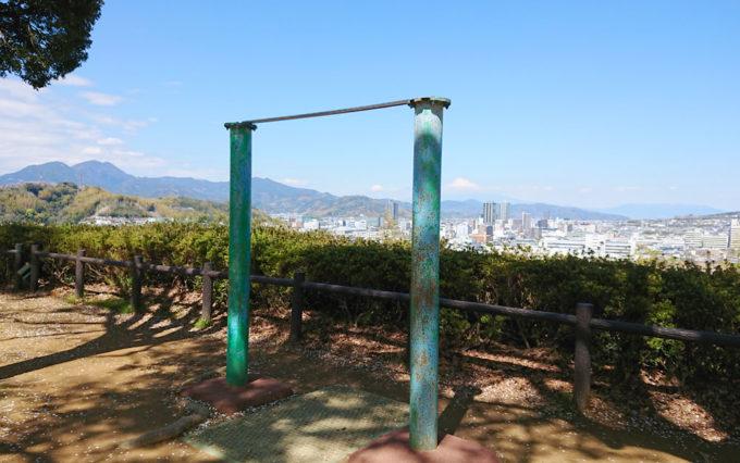 八幡山公園にある鉄棒
