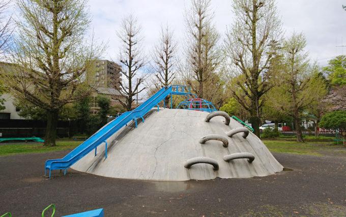 西草深公園のコンクリート遊具