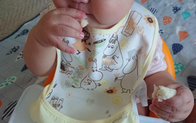 赤ちゃんの手づかみ食べ